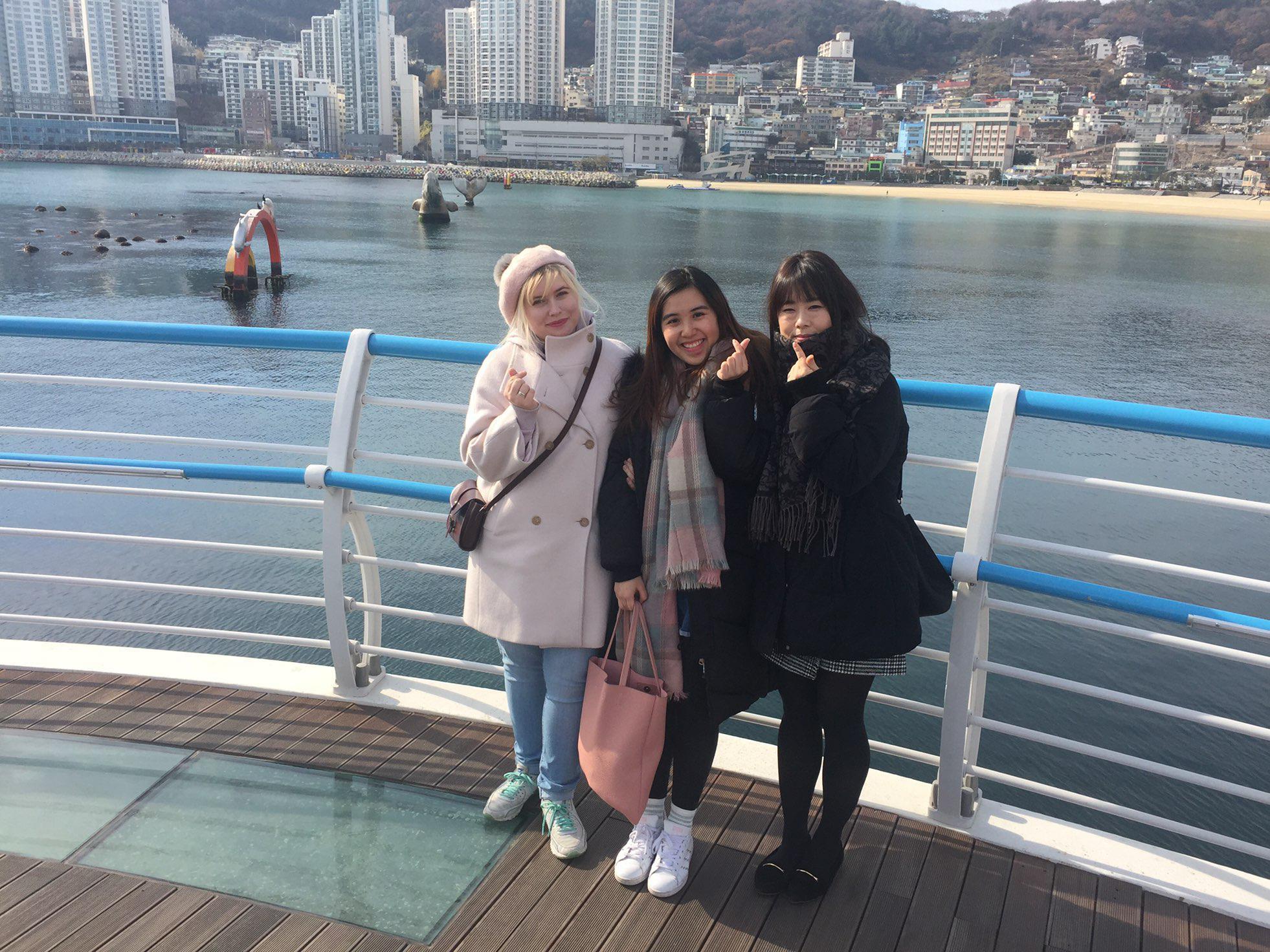 skywalk-with-friends